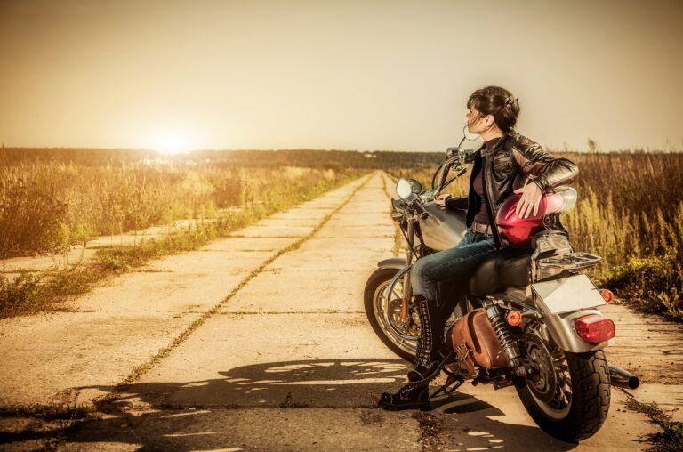 Women who ride motorbikes